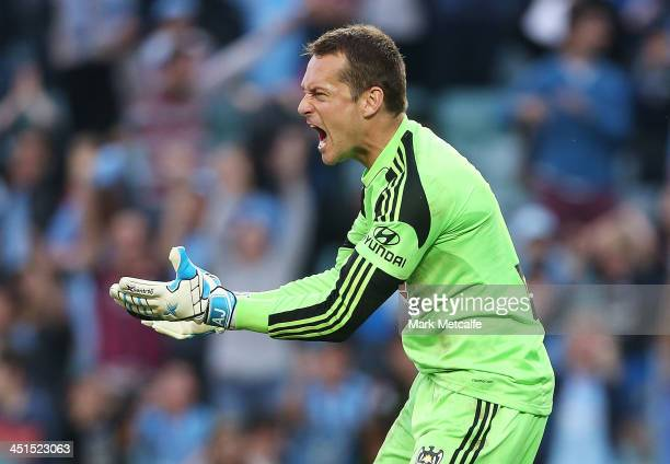 Glen Moss of the Phoenix reacts after conceding a late goal during the round seven ALeague match between Sydney FC and the Wellington Phoenix at...