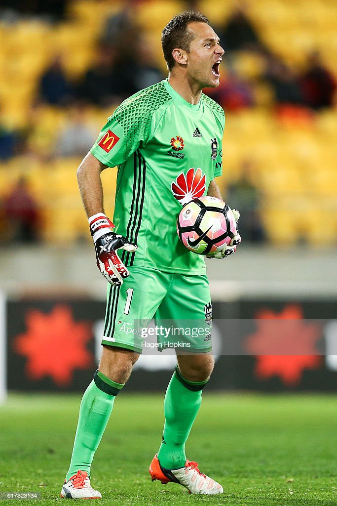 Glen Moss of the Phoenix talks to his teammates during the round three A-League match between the Wellington Phoenix and Sydney FC at Westpac Stadium on October 23, 2016 in Wellington, New Zealand.