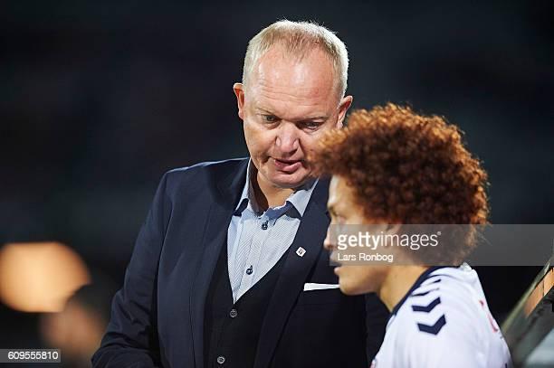 Glen Riddersholm head coach of AGF Aarhus speaks to Mustafa Amini of AGF Aarhus during the Danish Alka Superliga match between AGF Aarhus and FC...