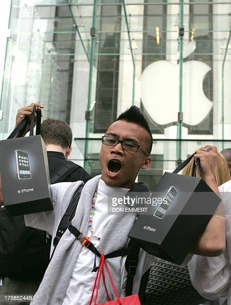 Glen Ryan Comacho screams as he leaves with his two iPhones at the Apple Store 29 June 2007 in New York Apple's iPhone one of the most eagerly...