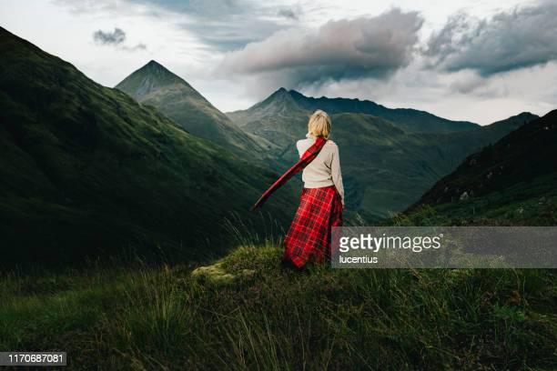 glen shiel view, met freedom, schotland - schotland stockfoto's en -beelden