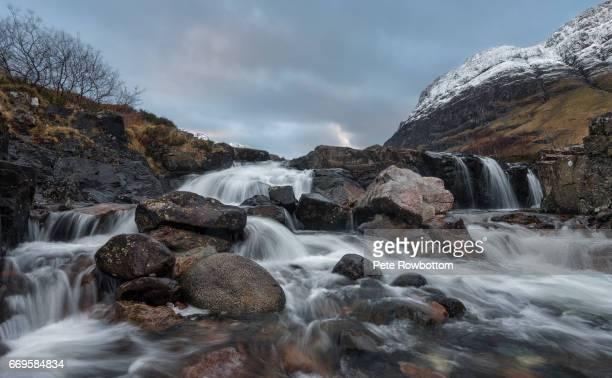 glencoe falls at dawn - wasserform stock-fotos und bilder