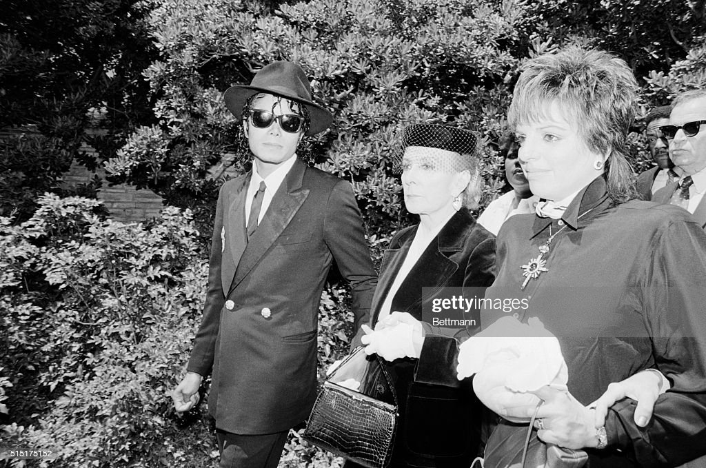 Liza Minnelli with Stepmother and Michael Jackson : News Photo