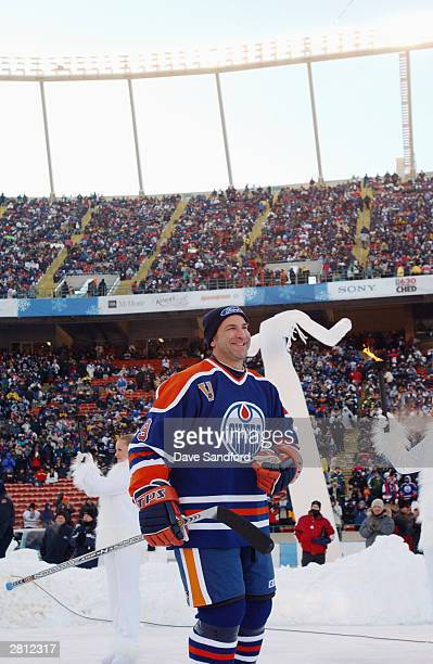 Glenn Anderson of the Edmonton Oilers acknowledges the fans as he skates into the rink to take on the Montreal Canadiens during the Molson Canadien...