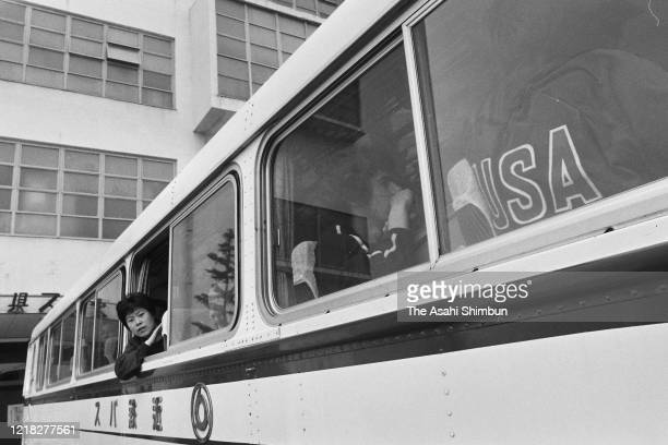 Glenn Cowan of the United State is seen on a bus for Chinese players as he missed a bus for the United States at Aichi Prefecture Gymnasium during...