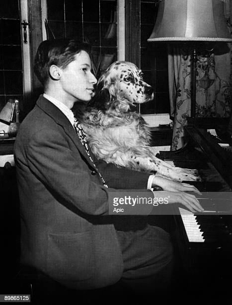 Glenn Gould , 15 years old, playing the piano at home with his dog Nickey, in 1947