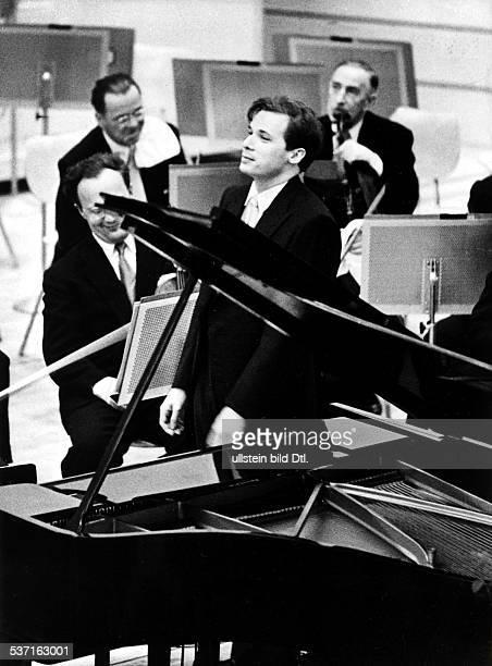 Glenn Gould , Musiker, Pianist, Kanada, nach einem Konzert, - 1958