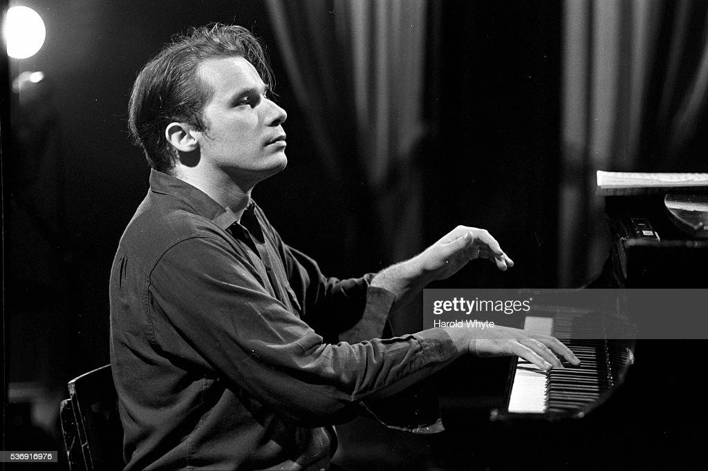 Glenn Gould... : ニュース写真