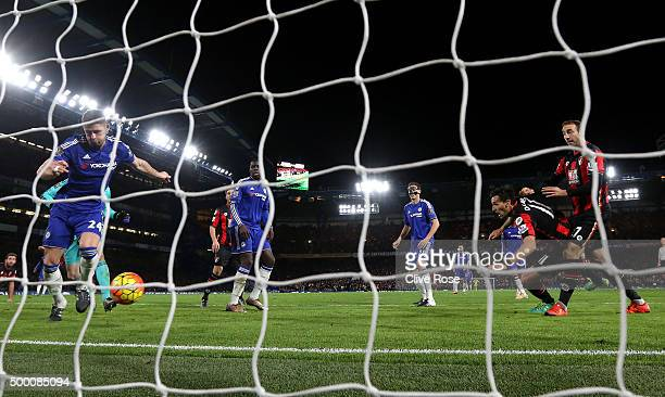 Glenn Murray of Bournemouth scores his team's first goal during the Barclays Premier League match between Chelsea and AFC Bournemouth at Stamford...