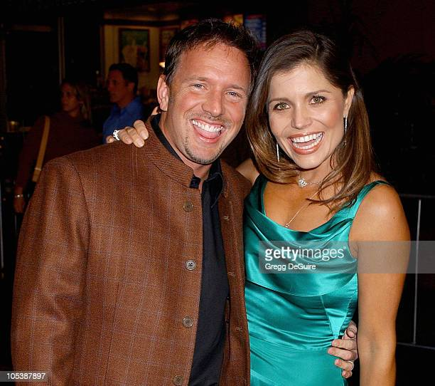 Glenn Stearns and Mindy BurbanoStearns during Meet The Fockers Los Angeles Premiere Arrivals at Universal Amphitheatre in Universal City California...