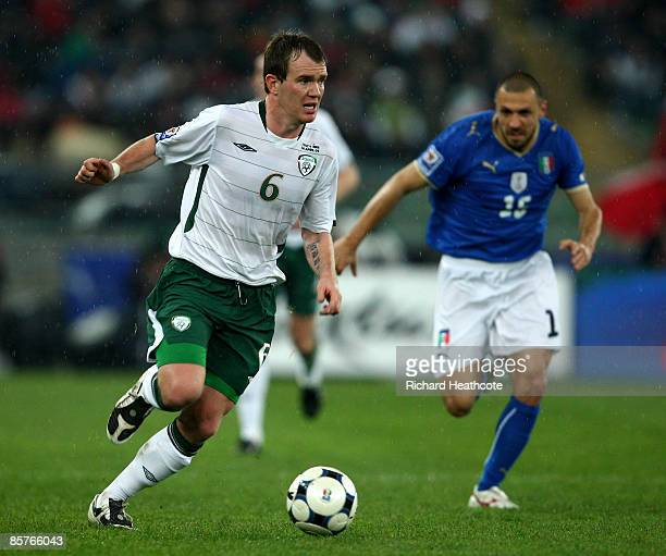 Glenn Whelan of Ireland makes a break during the FIFA 2010 World Cup Qualifier between Italy and The Republic of Ireland in the Stadio San Nicola on...