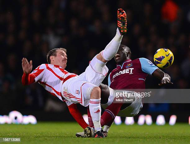 Glenn Whelan of Stoke City challenges Mohamed Diame of West Ham United during the Barclays Premier League match between West Ham United and Stoke...