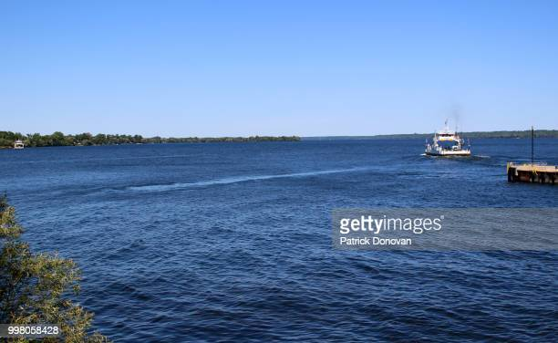 glenora-adolphustown ferry, ontario - contea di prince edward ontario foto e immagini stock