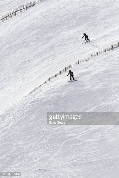 glenshee ski centre - skiing stock pictures, royalty-free photos & images