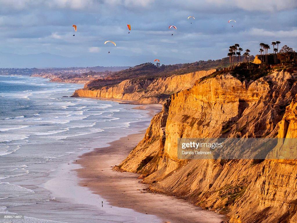 Gliders flying over Blacks Beach, La Jolla, California, USA : Stock Photo