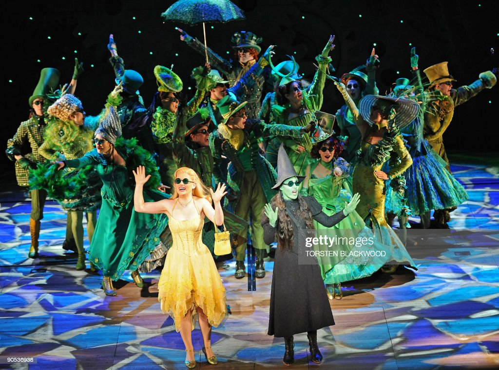 Glinda (C-L), played by Lucy Durack, and : News Photo