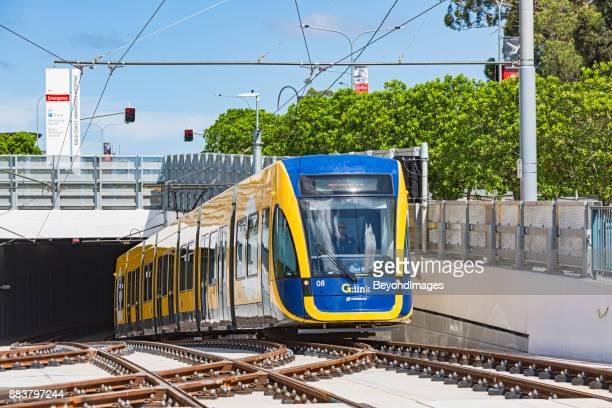 G:Link s-Bahn aus Gold Coast University Hospital Tunnel auf neue Gleise