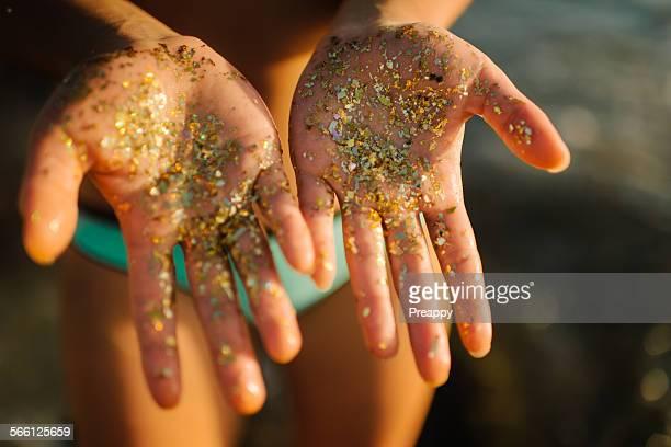 Glitter on hands