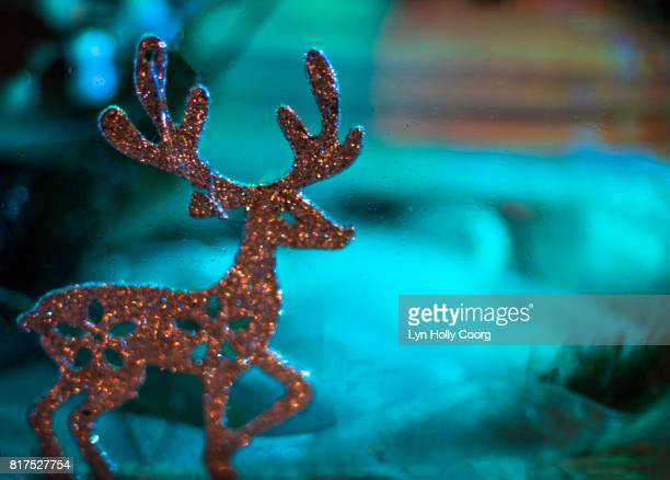 glitter reindeer christmas decoration - lyn holly coorg stock-fotos und bilder