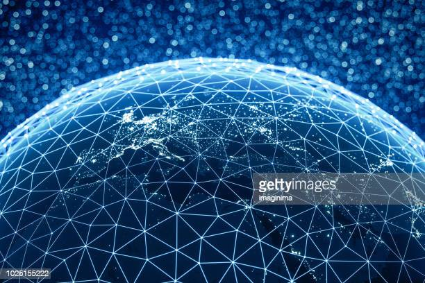 global connections (world map credits to nasa) - blockchain foto e immagini stock