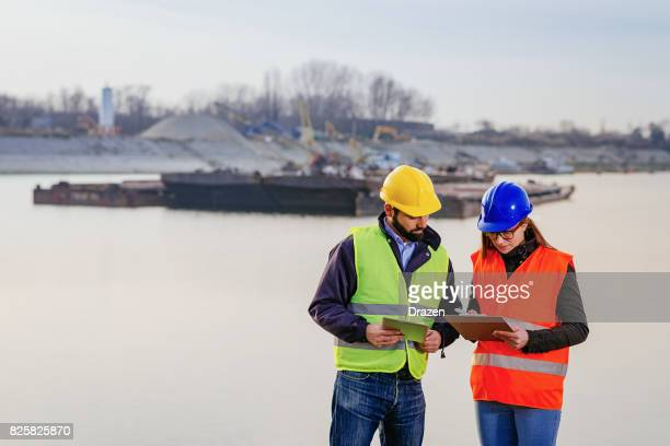 グローバル企業は、貨物会社サービスを使用します。