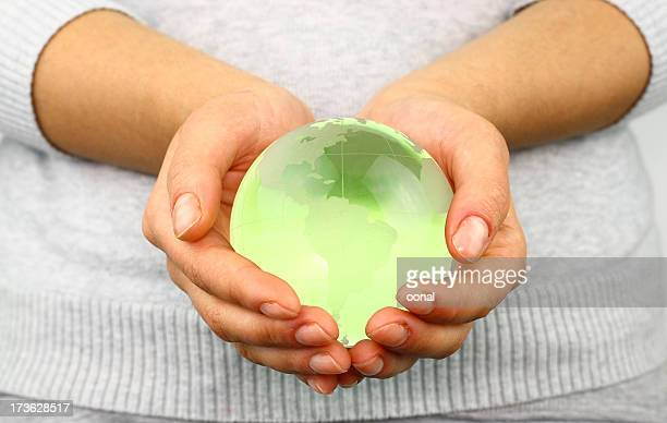 Globe en mains