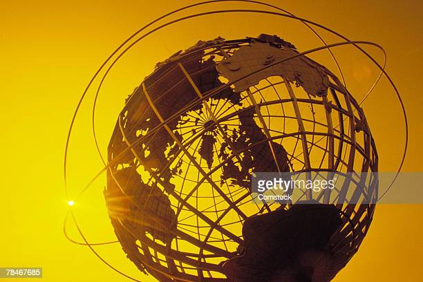globe sculpture outdoors - ニューヨーク市クイーンズ区 ストックフォトと画像