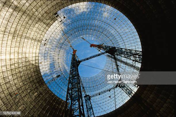 globe shaped building during construction - fortaleza estructura de edificio fotografías e imágenes de stock