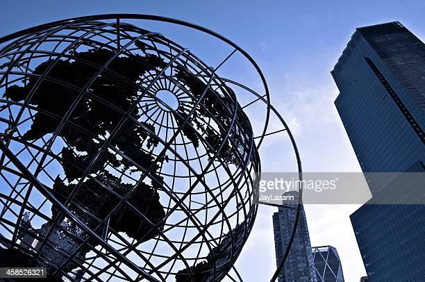 世界中のシルエットで columbus circle で、ニューヨークシティーの街並み - タイムワーナーセンター ストックフォトと画像