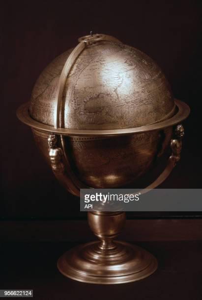 Globe terrestre en cuivre du XVIème siècle conservé à la Bibliothèque Nationale
