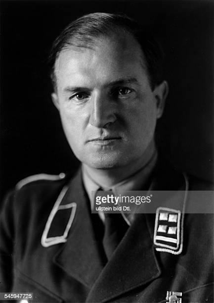 Gloeckler Oskar Bildhauer NSSportfunktionaer DLeiter der Abt4 in der Reichskammer der bildenden Kuenste Portrait als SAObersturmbannfuehrer 1936Foto...