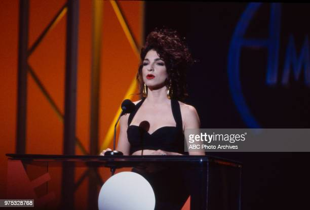 Gloria Estefan presenting on the 17th Annual American Music Awards Shrine Auditorium January 22 1990
