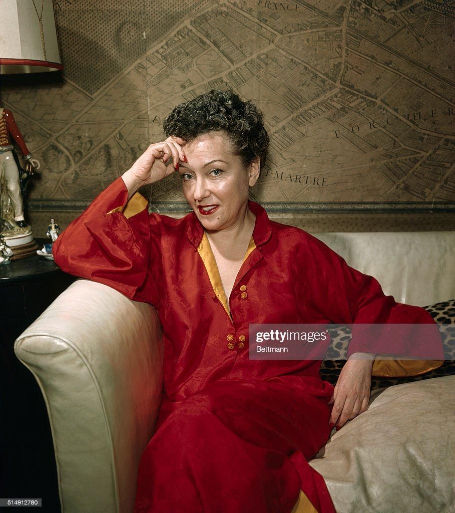 Gloria Swanson in New York apartment.