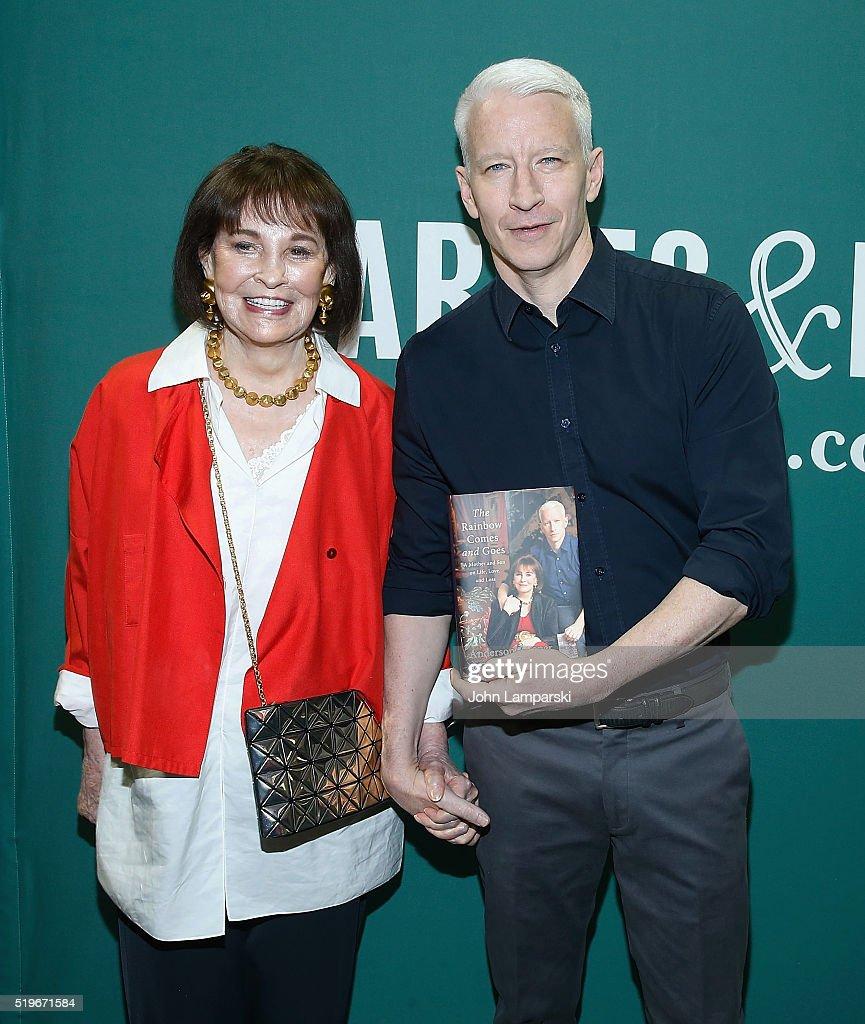 Anderson Cooper And Gloria Vanderbilt In Conversation : News Photo