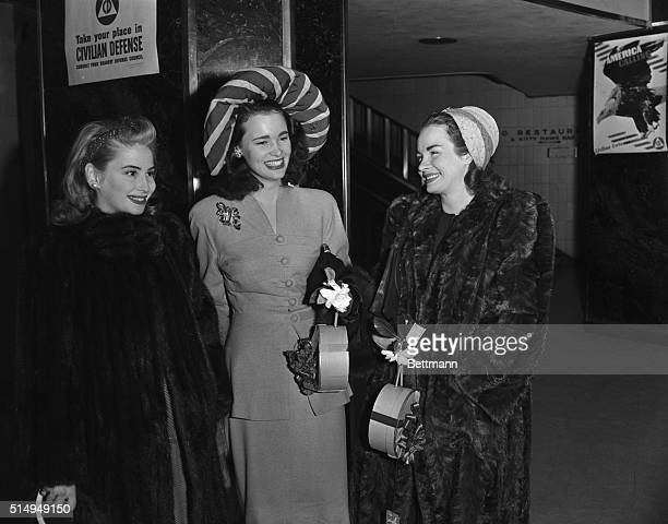 Gloria Vanderbilt who'll wed Pat DiCicco in a Christmas ceremony at Hollywood California leaves by plane for the coast with two of her bridesmaids...