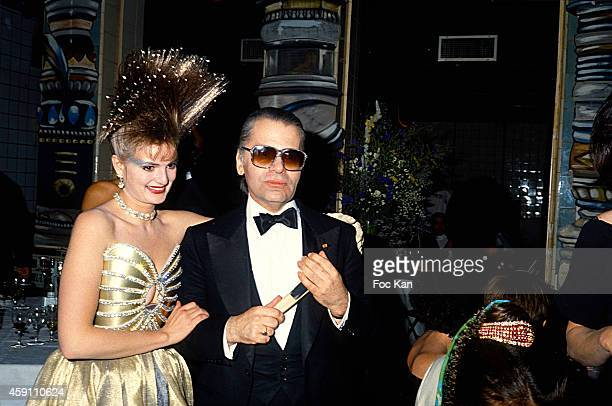 Gloria Von Thurn und Taxis and Karl Lagerfeld attend a fashion week Party at Les Bains Douches in the 1980s in Paris France