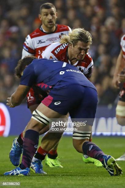 Gloucester's Welsh hooker Richard Hibbard is tackled by Stade Francais' South African flanker Jonathan Ross during the rugby union European Challenge...
