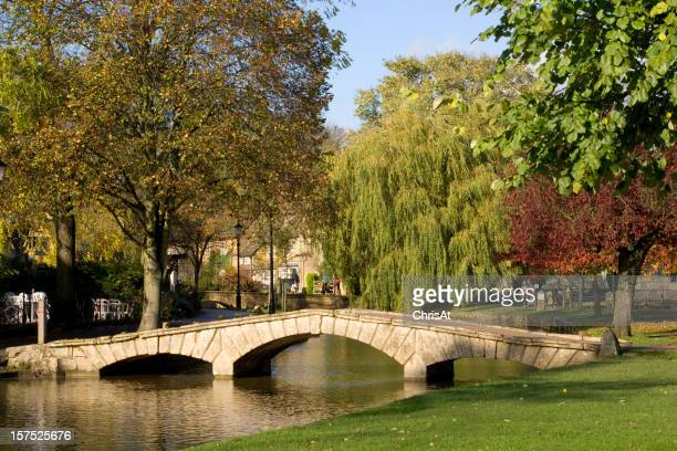 UK, Gloucestershire, Cotswolds, Bourton on the Water, River Windrush, autumn