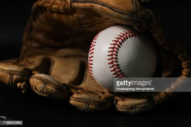glove and baseball on a black background, no background people are excellent. - base equipamento desportivo imagens e fotografias de stock