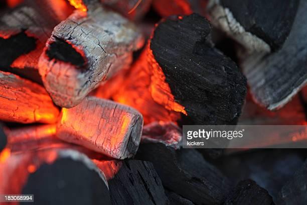 Rougeoyer charbon macro