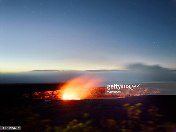 glowing halema'uma'u crater in hawaii volcanoes national park against sky at dusk - media_in_honolulu,_hawaii stock pictures, royalty-free photos & images