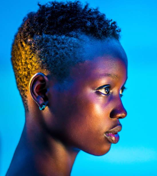 glowing neon black girl - 彩色影像 個照片及圖片檔