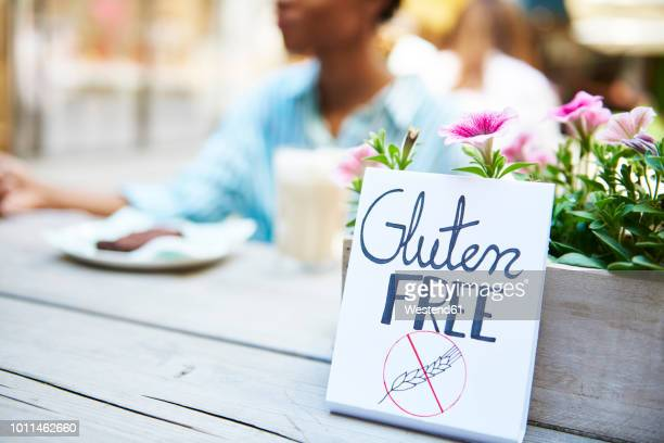 'gluten free' sign at pavement cafe - gluten free stock pictures, royalty-free photos & images
