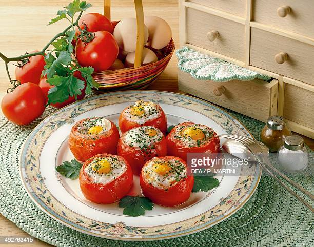 Gluttonous tomatoes with egg and parsley