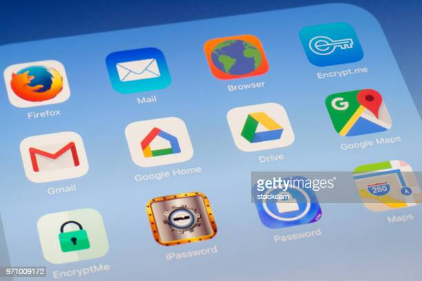 Gmail、Google ホーム、Google ドライブ、マップのブラウザー、iPad の画面に他のアプリ