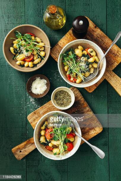 gnocchi with creamy tomato and spinach sauce - comfort food stock pictures, royalty-free photos & images