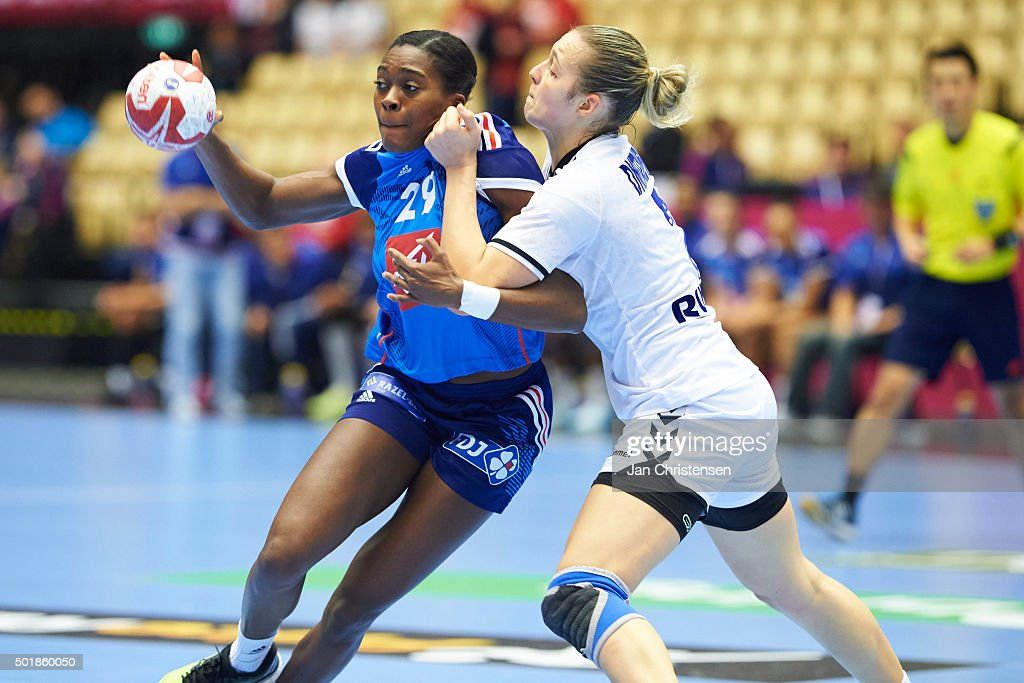 France v Russia - 22nd IHF Women's Handball World Championship, Loser of Quarter Final : Nyhetsfoto