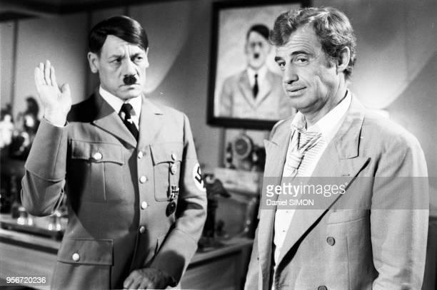 Günter Meisner et JeanPaul Belmondo sur le tournage du film 'L'As des As' réalisé par Gérard Oury en mai 1982 à Munich Allemagne