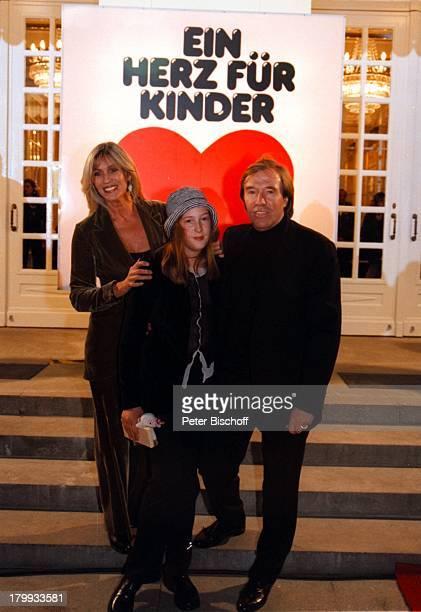 Günter Netzer Ehefrau Elvira NetzerTochter Alana Netzer 'Ein Herz fürKinder' BenefizGala BILD und ARDDeutsches Theater Berlin Deutschland Europa...