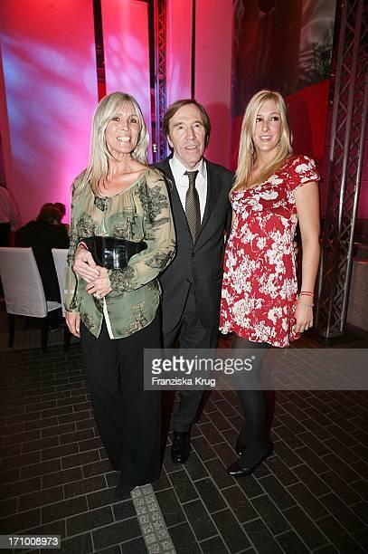 Günter Netzer Mit Seiner Ehefrau Elvira Und Tochter Alana Bei Der Aftershowparty Zur 'Ein Herz Für Kinder' Spendengala In Der Ullstein Halle In Berlin